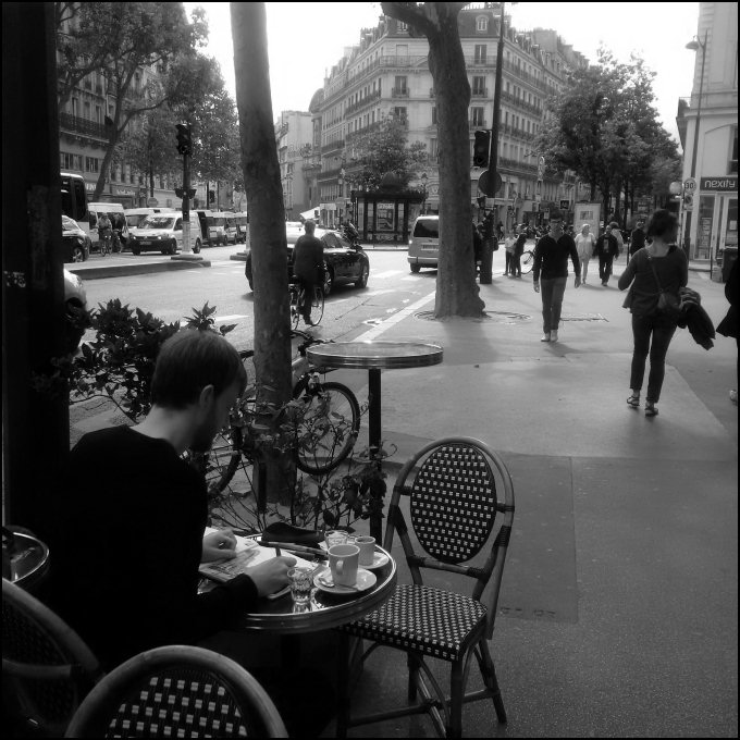 Sketching on Rue de Temple (bw ver) - Jonathan Bray